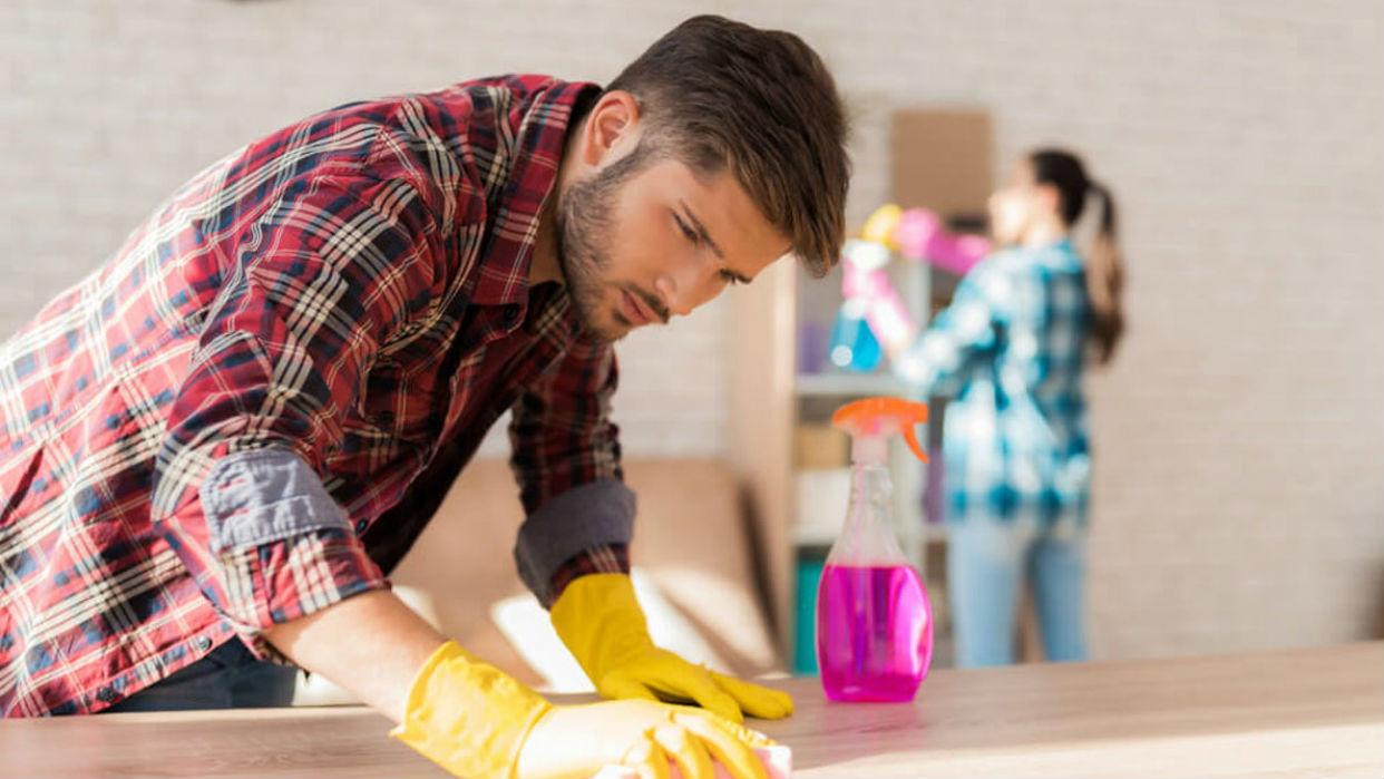 Ambos pueden compartir tareas simples como limpiar los espacios