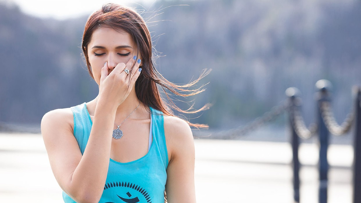 Pranayama es la manipulación voluntaria y controlada de la respiración