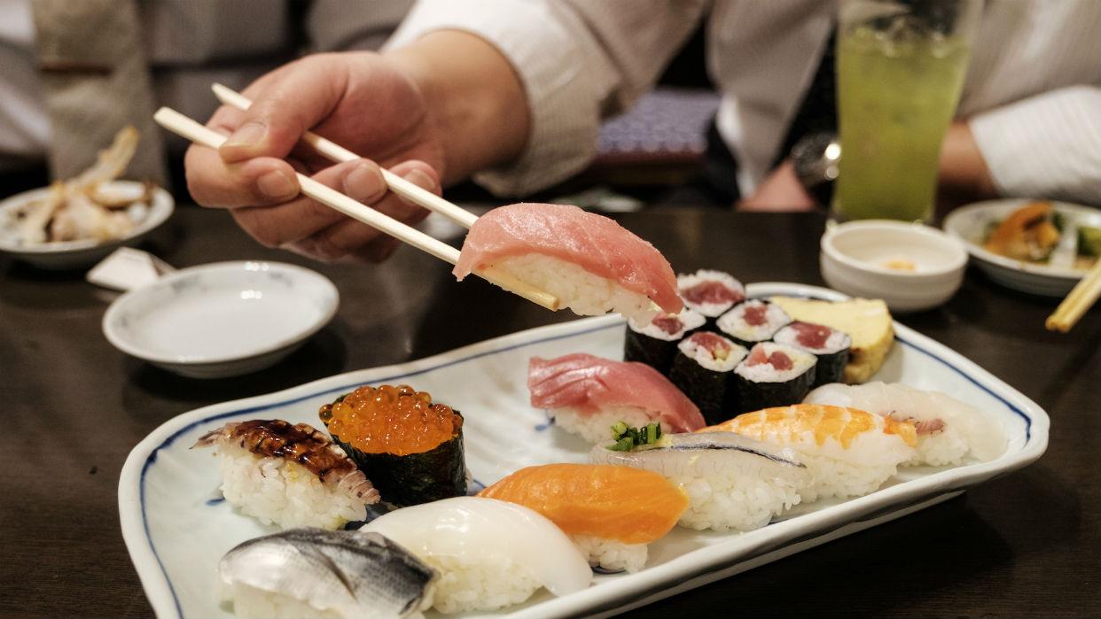 La palabra japonesa sushi viene de Su (vinagre) y Shi-Meshi (arroz)