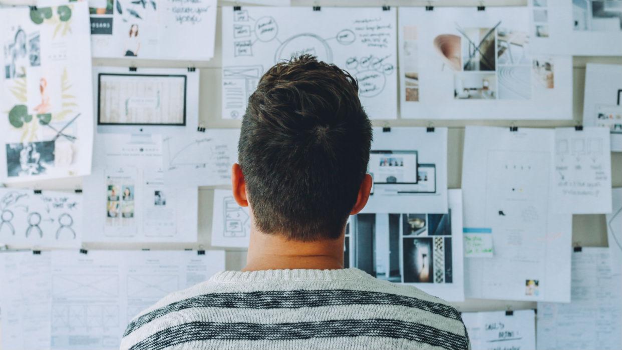 Se deben examinar todas las aristas del tema / Startup Stock Photos