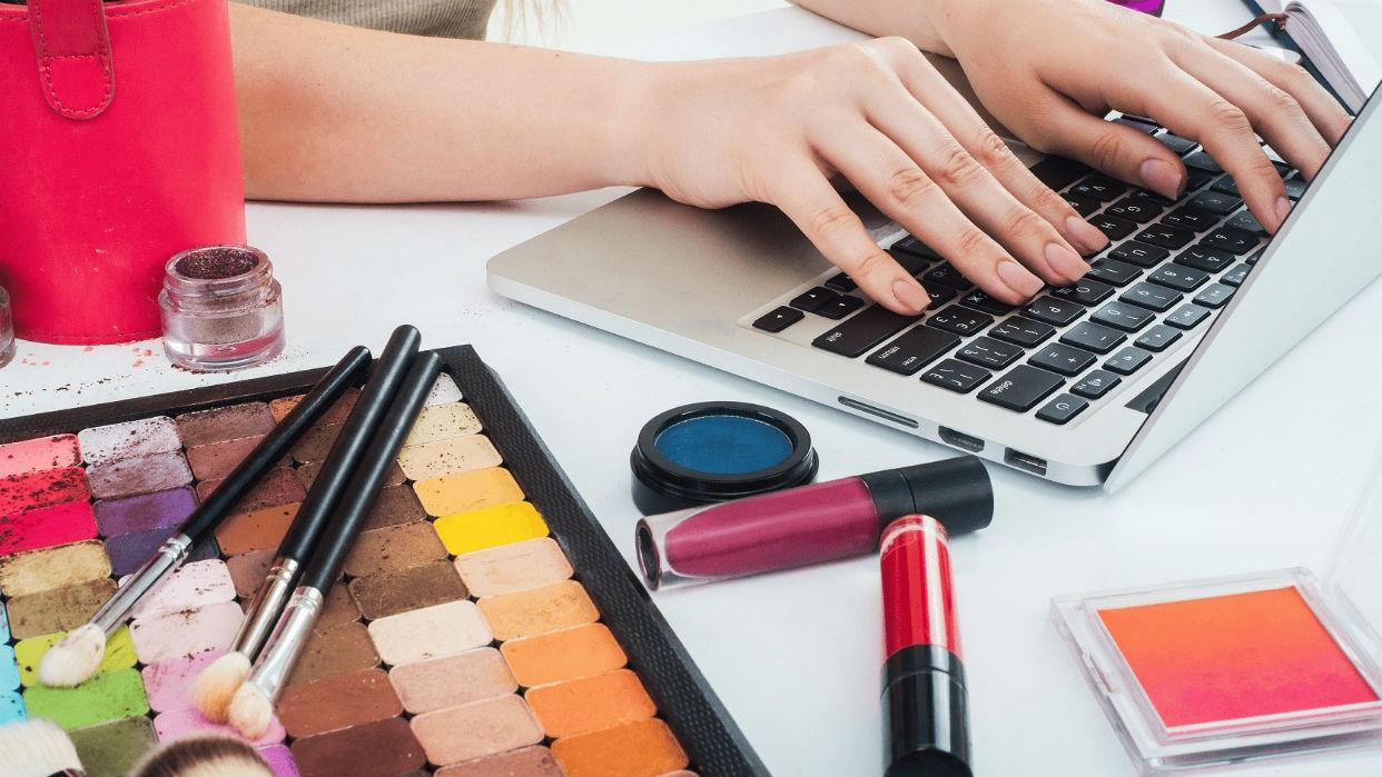 Un emprendimiento que pone los cosméticos a solo un clic