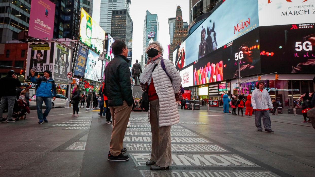 En Times Square se mantienen las distancias y los protocolos de seguridad