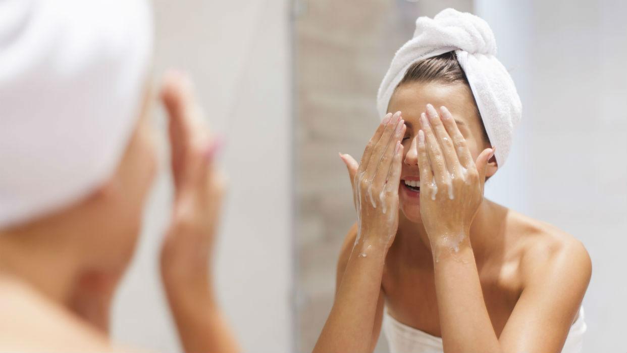 Las personas con piel grasa pueden utilizar barra de jabón facial