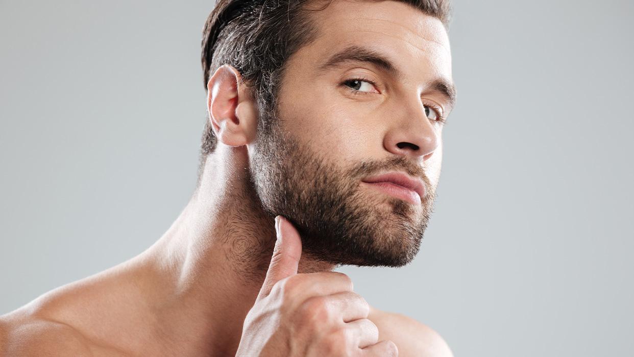 Solo necesita masajear la yema de un huevo en la barba y el cabello