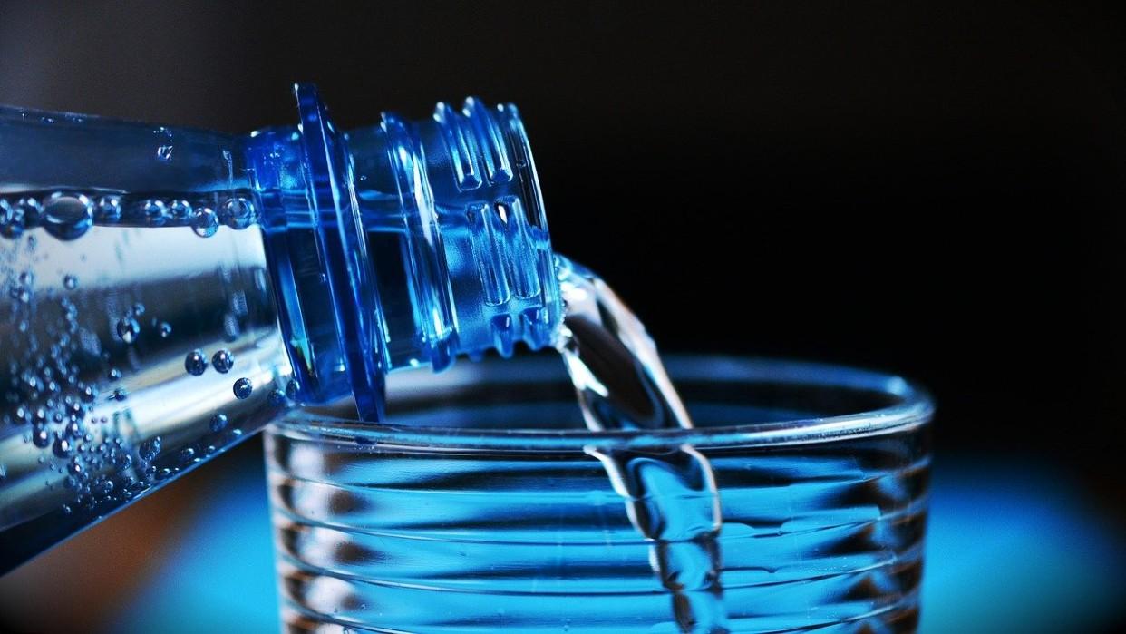 Poner en práctica medidas de conservación del agua potable