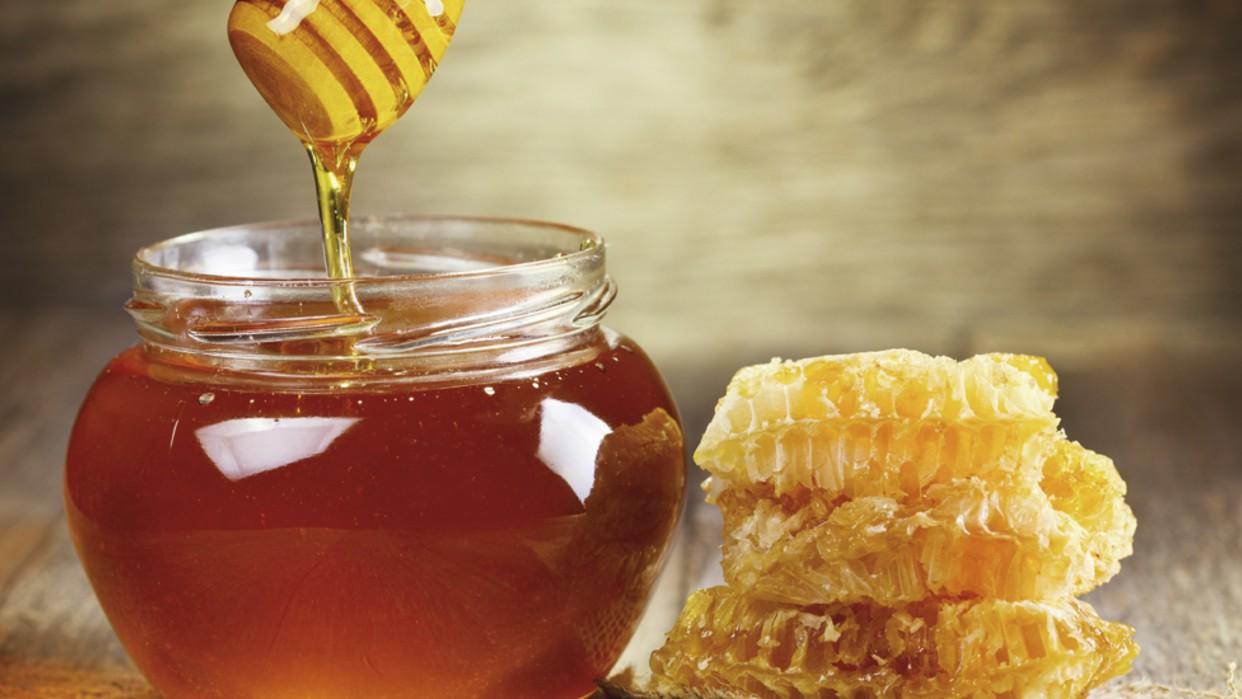 La miel es un excelente sustituto del azúcar  / Racool Studio Freepik