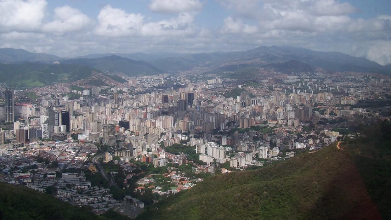 Vista de Caracas desde la cabina del teleférico