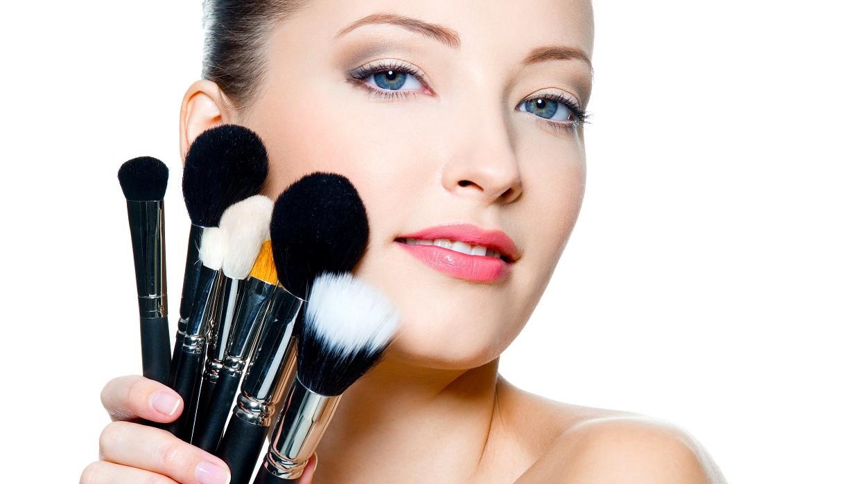 Sus características definen el maquillaje. Fotografía Valuavitaly Freepik