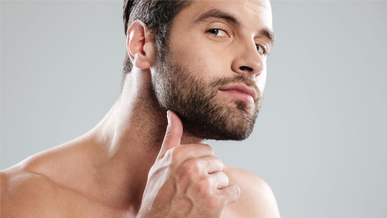 Los hombres también cuidan su piel. Fotografía Freepik