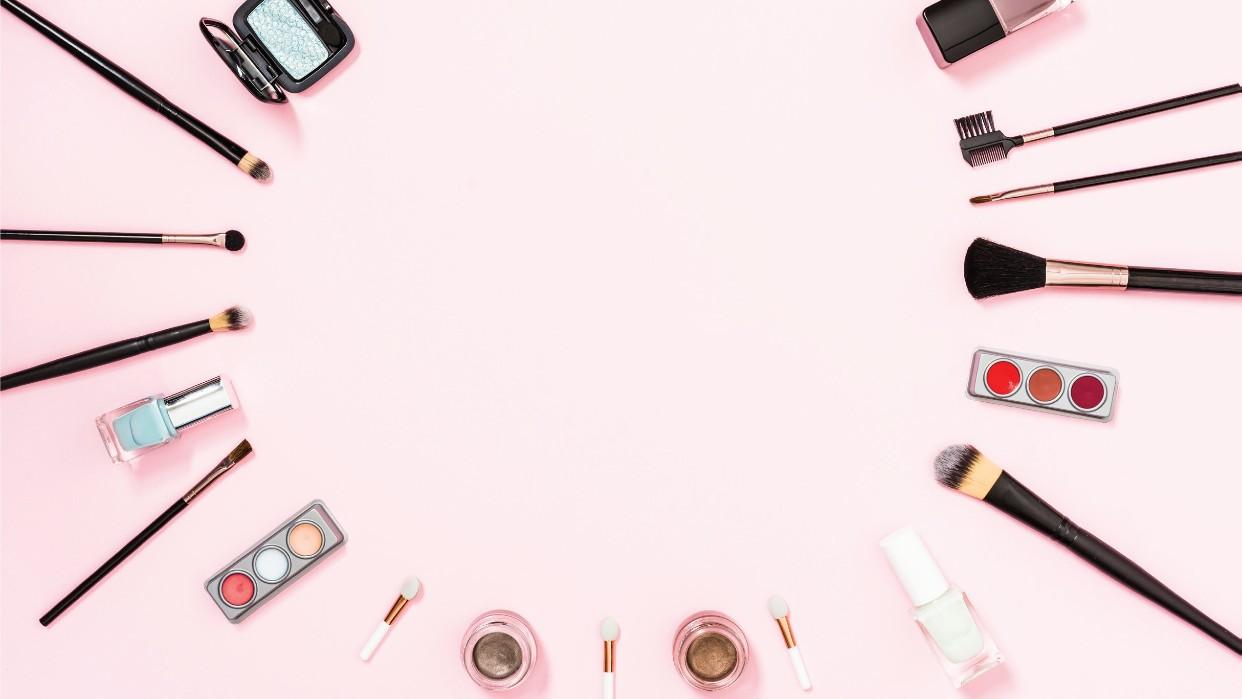 Evitemos reacciones  por cosméticos en mal estado. Fotografía Freepik